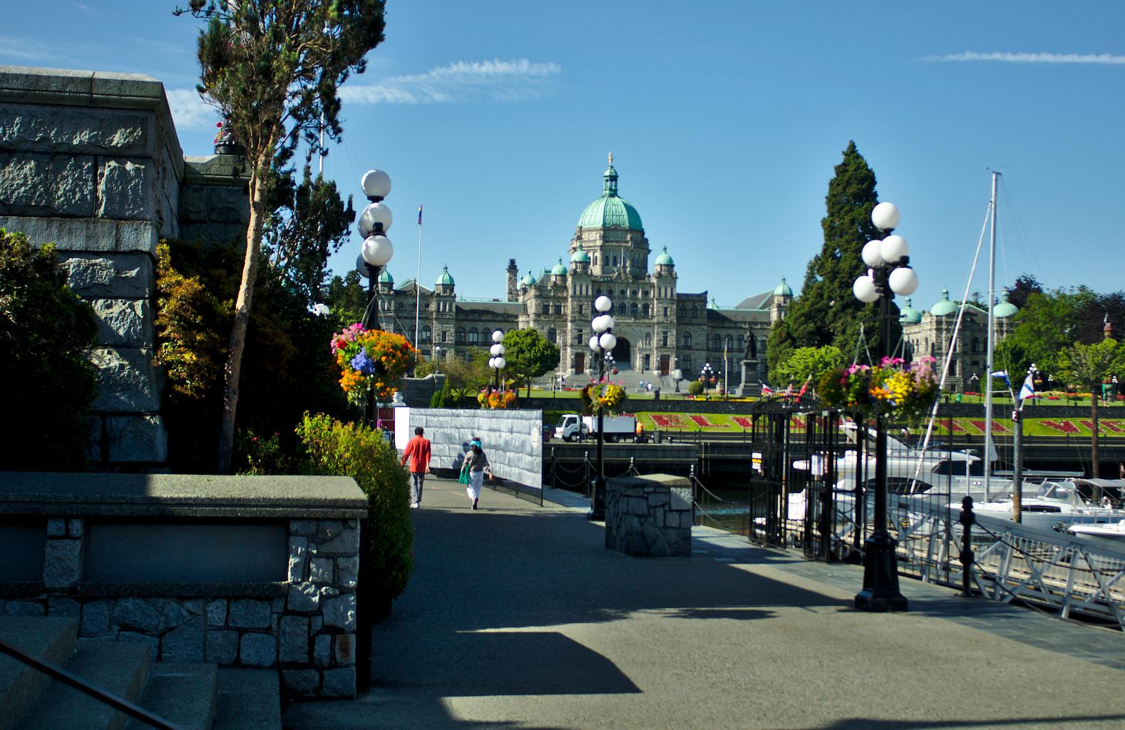 Pohled na budovu parlamentu z dálky