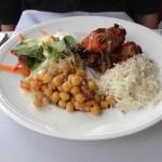 Chicken Tandoori, rýže, římský hrách se salátem