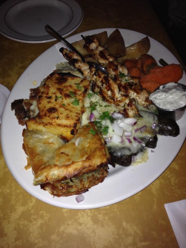 Nabídka restaurace: řecký talíř pro 2