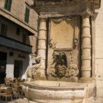 Kašna na rohu italského velvyslanectví