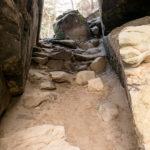 Průchod ve skalách